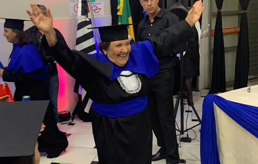 Dona Thereza Catanduva SP formada em pedagogia aos 81 anos